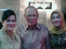 Amoroso Katamsi _mewakili papa terima Anugrah Satya Lenca dari presiden SBY, TVRI 2011~